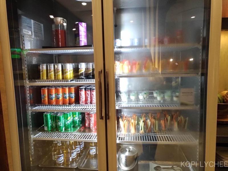 ここでカフェラテや紅茶などのホットドリンク系やアルコール類の注文もできます。