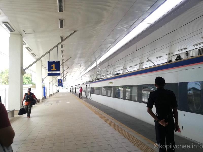 イポーからクアラカンサーまで列車KTMでの行き方!マレーシアで一番美しいウブディアモスクへ行こう!